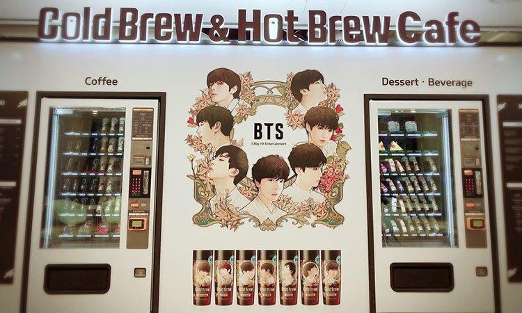 Cold Brew & Hot Brew Cafe เอาใจอาร์มี่ จัดตั้งเครื่องหยอดเหรียญอัตโนมัติลายหนุ่มๆ วง BTS