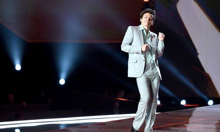 บทสัมภาษณ์พิเศษ บุกหลังเวที Harry Styles Live On Tour