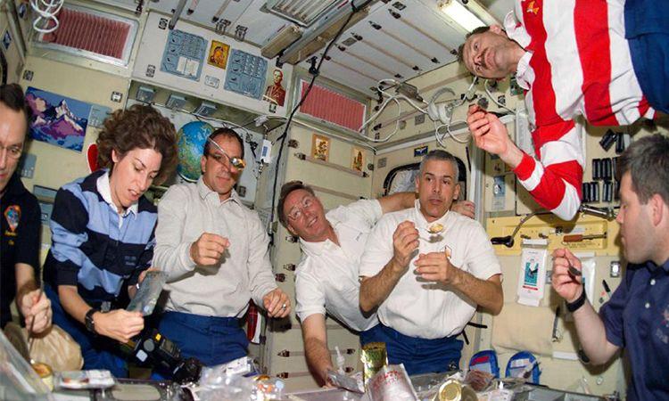 รู้หรือไม่.. นักบินอวกาศกินอะไรและกินอย่างไร